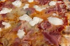 Pizza-gorgonzola-prosciutto-e-burrata